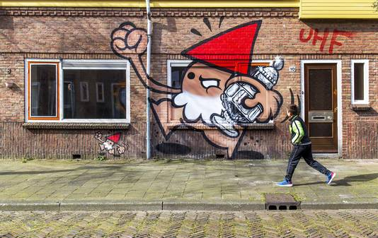 De strijd begon in Utrecht, met een brutale kabouter die er met de beker vandoor gaat.