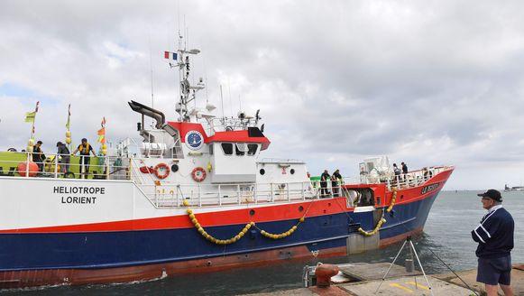 Een van de lijkjes werd gevonden door vissers aan boord van deze vissersboot.