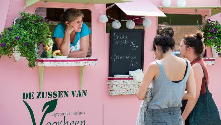 Foodtruck tijdens de Vierdaagsefeesten voorafgaand aan de Nijmeegse Vierdaagse. Beeld ANP