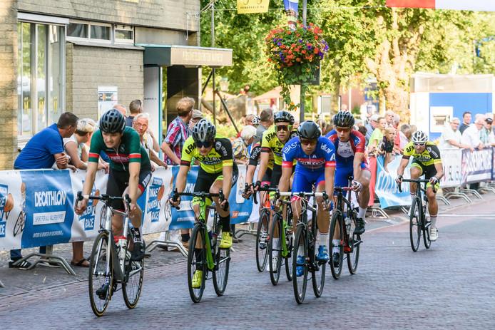 Vorig jaar raceten de deelnemers aan de Ronde van Markelo nog  door het dorp. Dit jaar heeft de Stichting Wielersport Markelo een nieuwe route uitgezet, voor het eerst over de Markeloseberg.