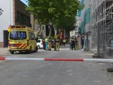 Kraanmachinisten richten kraan naar Den Haag uit respect voor overleden collega