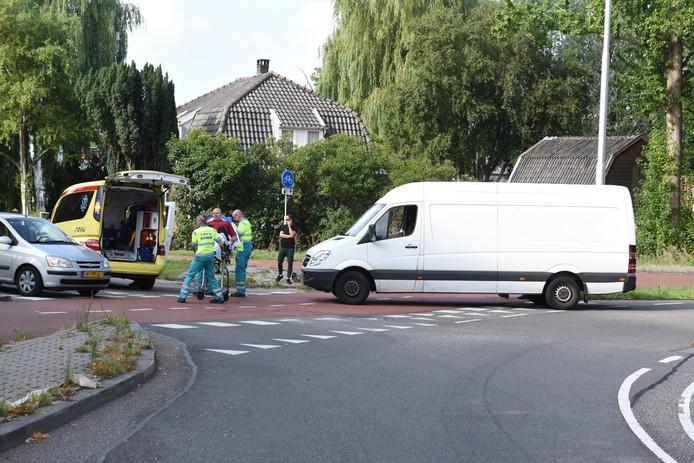 Bij een aanrijding op de Winthontlaan in Utrecht is een fietser lichtgewond geraak.