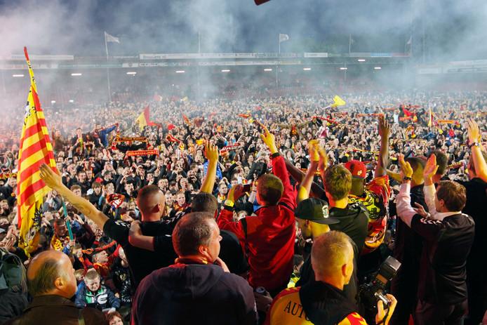 Feest in Adelaarshorst in 2013 bij terugkomst van het gepromoveerde GA Eagles uit Volendam.