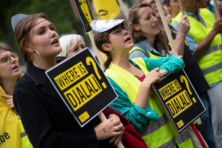 Activisten van Amnesty International aan de Iraanse ambassade in Brussel.