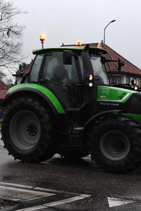 Boeren met dertig tractoren onderweg van Sint Hubert naar Den Bosch