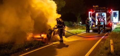 Auto uitgebrand op afrit N262 bij Roosendaal