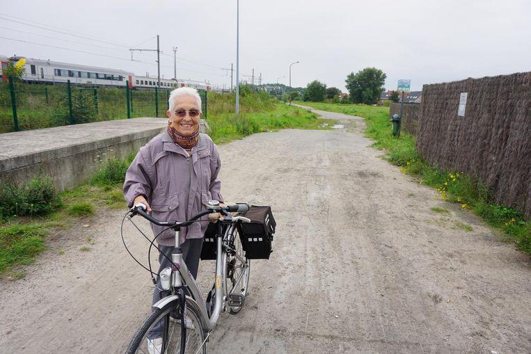 Flory Witdoeckt (85) is blij dat ze binnenkort niet langer de drukke Zandvoordestraat zal moeten nemen.