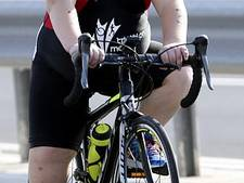 Jake (8) moet triatlons voltooien om in leven te blijven