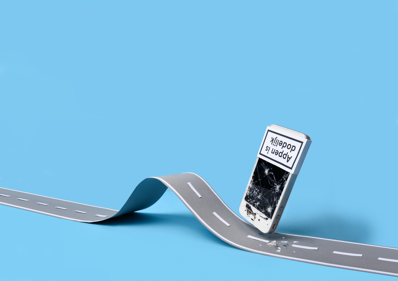 49 procent van de Nederlanders appt tijdens het fietsen. Onder jongeren (tussen 18 en 24 jaar) is dit zelfs 75 procent.