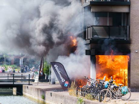 Vuurzee Domino's in Houten veroorzaakt door smeulende accu bezorgfiets - en dat is niét voor het eerst