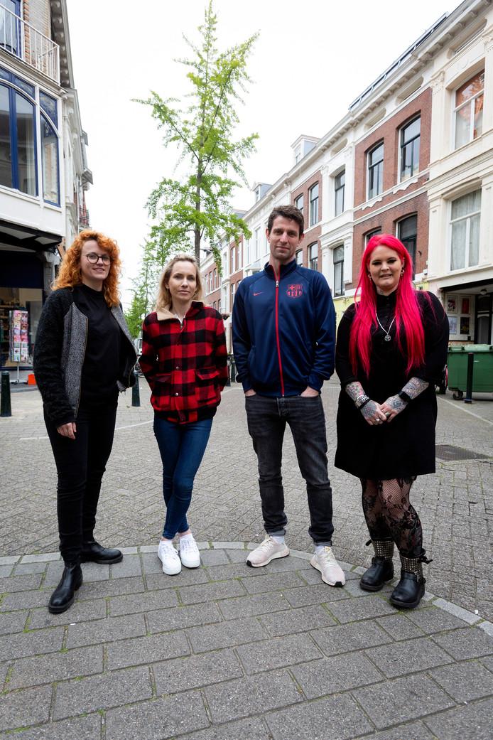 Nieuwe ondernemers in de Piet Heinstraat: Brit van Haley's Coment, Sandra en Juriaan van Fast & Vegan en Dee van Dee Cissorshands.
