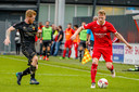 13-10-2019: Voetbal: Almere City FC v Go Ahead Eagles: Almere Youri Loen is namen Almere City baas over de bal in een duel met Richard van der Venne van Go Ahead Eagles.