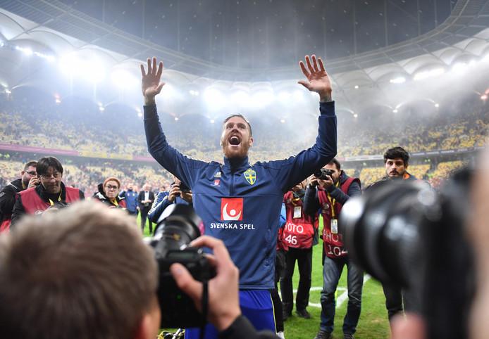 Gustav Svensson célèbre la qualification de son équipe à l'Euro 2020.