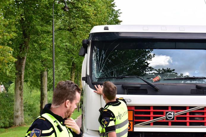 Een vrachtwagen in Someren moest het ontgelden.