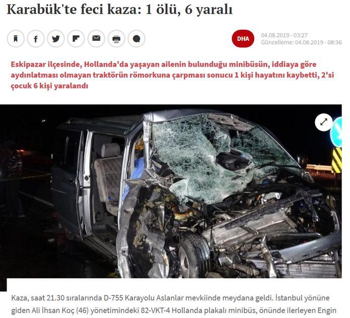 Van de voorkant van het busje is weinig meer over na het ongeluk in Turkije.
