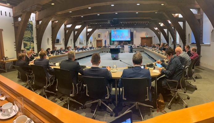 De gemeenteraad van Dordrecht, in de raadzaal.