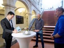 Horeca-duo uit Ruurlo wandelt kantoor van Rutte binnen: 'Bied ons perspectief!'