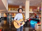 Behind the scenes bij On Your Feet met gitarist Daniël