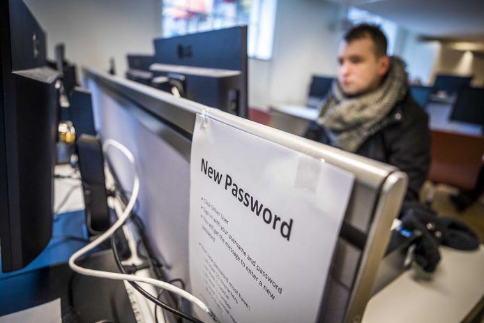 Het aanmaken van een nieuw wachtwoord bij Maastricht University. De Nederlandse universiteit kampte begin dit jaar met de gevolgen van een cyberaanval, waarop de computersystemen offline gehaald werden.