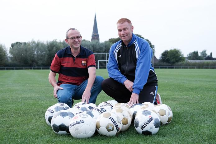 Gelders Eiland-trainer Harry Fontein (rechts) en Leo Jansen.