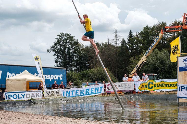 Het hele weekend staat in Hamont-Achel in het teken van het Belgisch Kampioenschap Fierljeppen, een organisatie van de lokale KLJ. Bij Fierljeppen wordt er gebruik gemaakt van een polsstok om een zo groot mogelijke afstand te overbruggen. Het is een sport die vooral in het Nederlandse Friesland erg populair is.