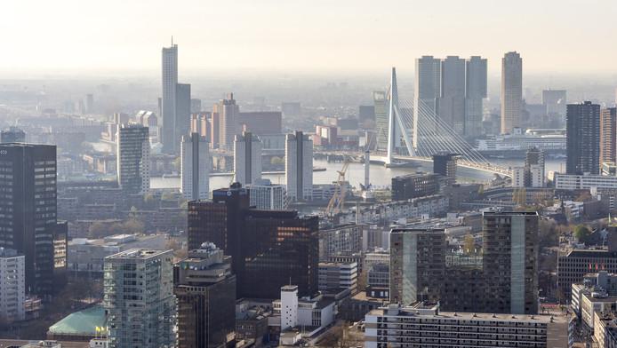 De skyline van Rotterdam vanuit de Delftse Poort.