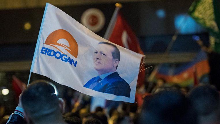 Nederlandse Turken verzamelden zich in juli bij het Turkse consulaat in Rotterdam en uiten hun steun voor Erdogan. Beeld anp