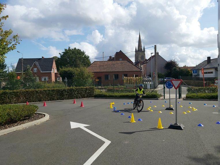De kinderen konden ook een fietsparcours uitproberen.