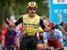 Groenewegen valt en wint met gescheurd shirt in ZLM Tour