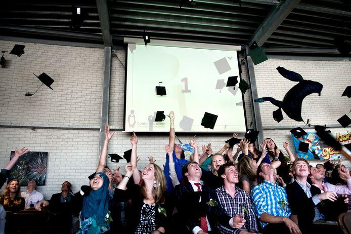 Archieffoto van een diploma-uitreiking  havo op het Corderius College in Amersfoort.