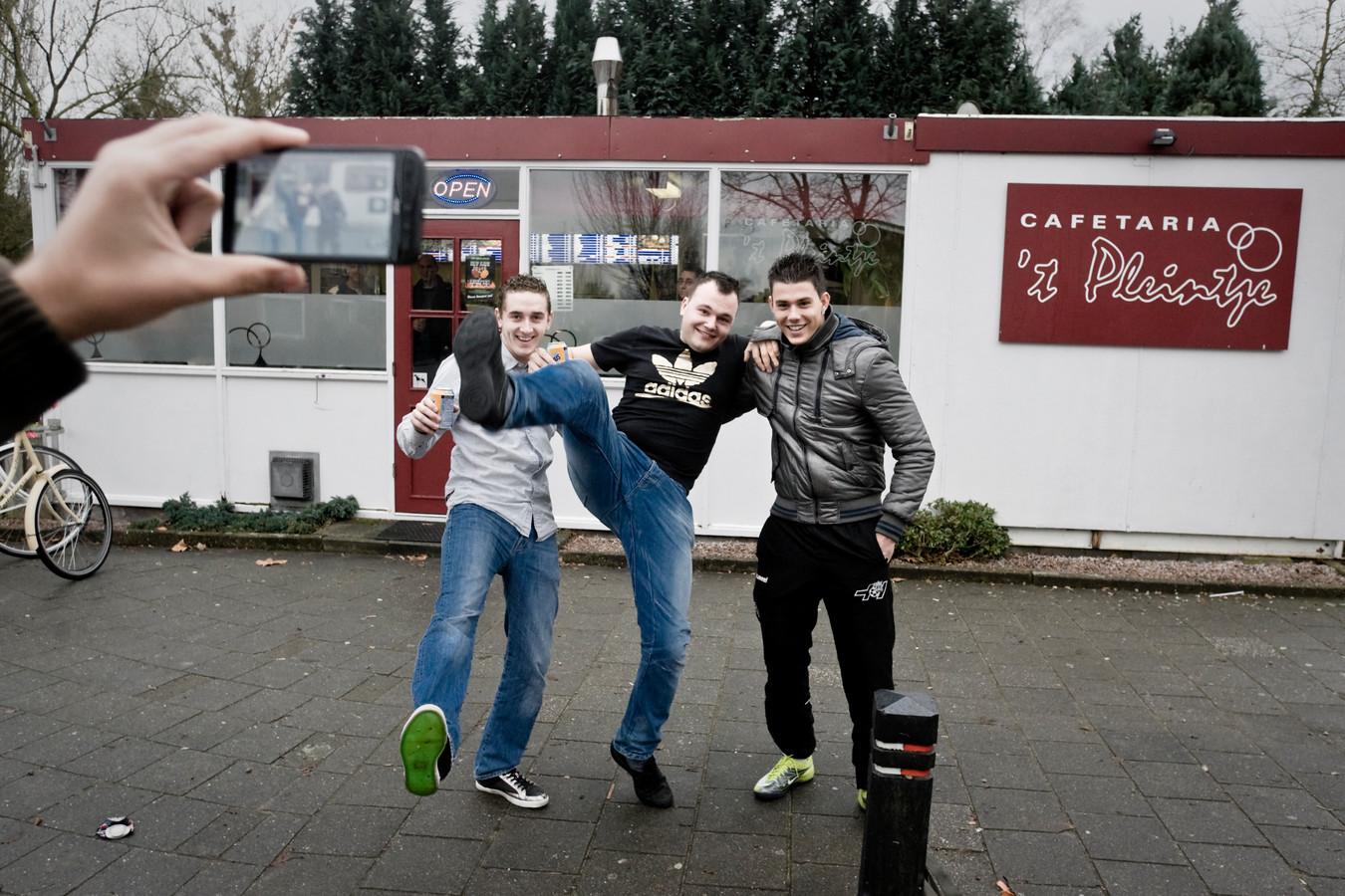 Cafetaria 't Pleintje in Den Dungen is een bedevaartsoord voor fans van New Kids.