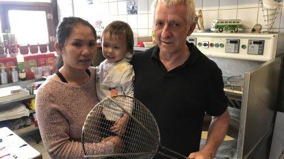 """Frituuruitbater Ivo (63) gaat overvallers te lijf met frietspaan nadat ze zoontje bedreigen met mes: """"Zij zullen niet snel meer een frituur bezoeken"""""""
