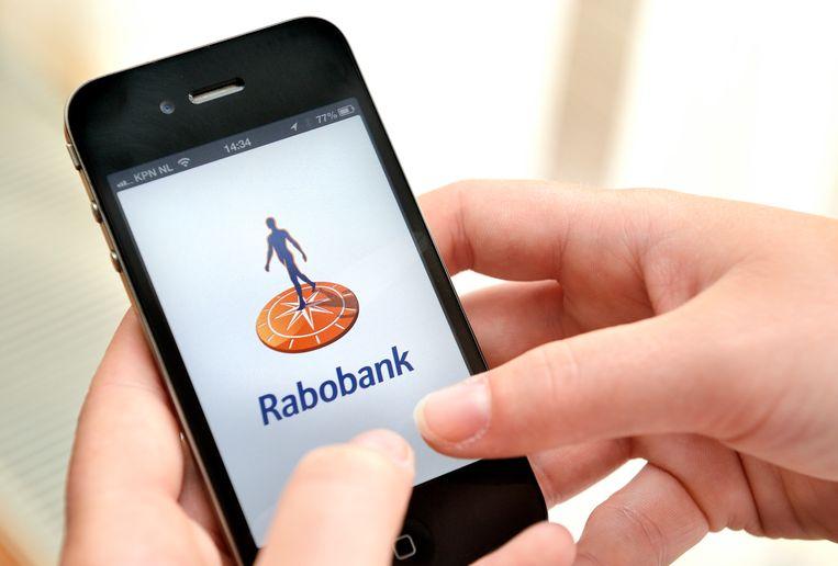 2013-07-17 09:57:34 DEN HAAG - Internetbankieren bij Rabobank met een smartphone. ANP XTRA LEX VAN LIESHOUT