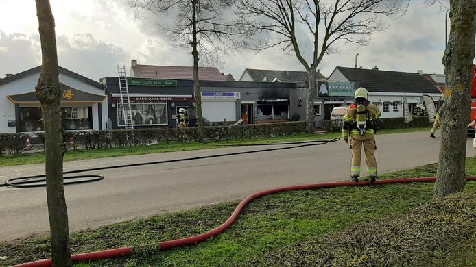 De brandweer aan het werk in Heeswijk-Dinther.