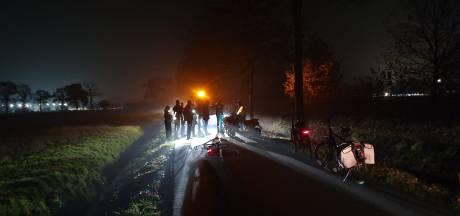 Frontale botsing scooterrijder en fietser in Wageningen: twee gewonden