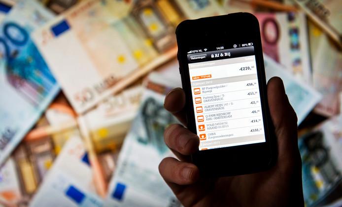 1 op de 10 bejaarden houdt het bij contant geld in plaats van bankieren via computer of telefoon.