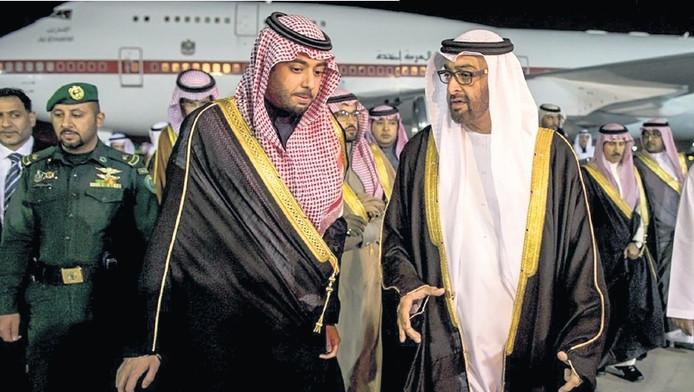 Prins Al -Saud (l) ging helemaal los in een villa in het peperdure Beverly Hills.
