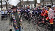 Pastoor André zegent wielrenners en hun fietsen