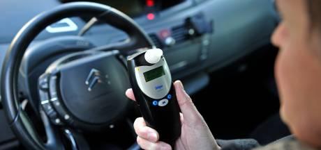 Dronken Waalwijker rijdt over Bachlaan in Waalwijk, moet zich melden bij politierechter