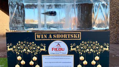 Flesje Filou valt na twaalf dagen uit ijsblok