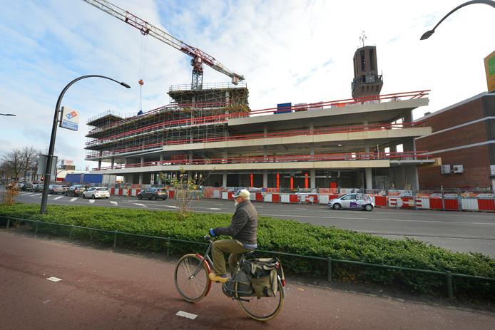 Het nieuwe stadskantoor in aanbouw.