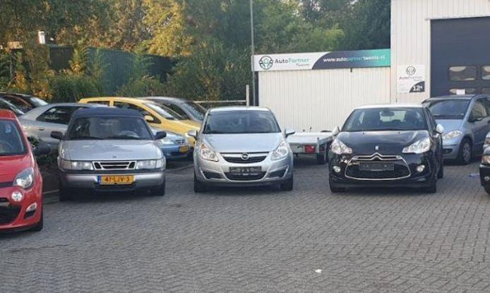 Bij AutoPartner Twente werd vrijdagavond een biertje gedronken na een dag hard werken, maar volgens de politie was er sprake van een 'Schijt aan corona feestje'.