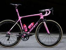 Voor even is de roze Girofiets van Tom Dumoulin in Alphen