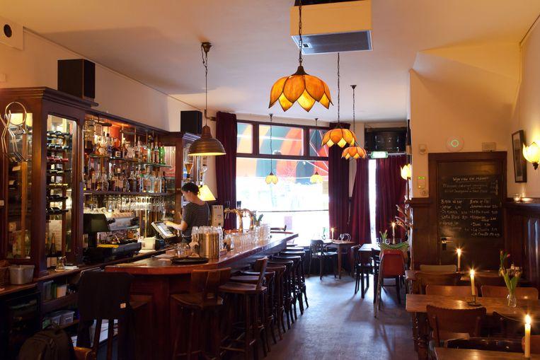 Eetcafé Van Beeren in de Koningstraat Beeld Roï Shiratski