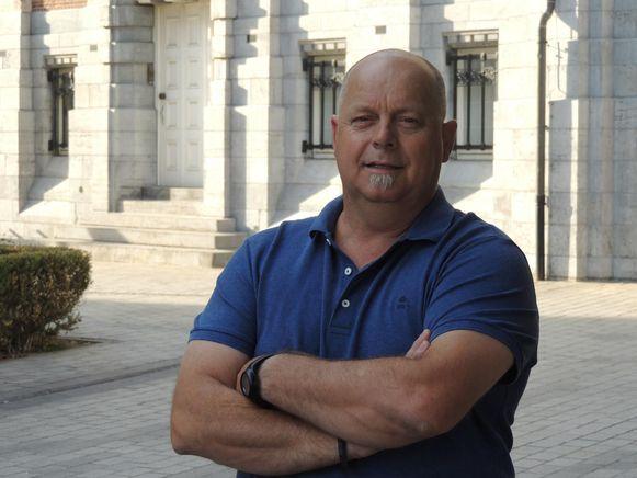 Guy Moens, gekend als reuzendrager, zet zijn schouders onder de lijst van Open Vld.