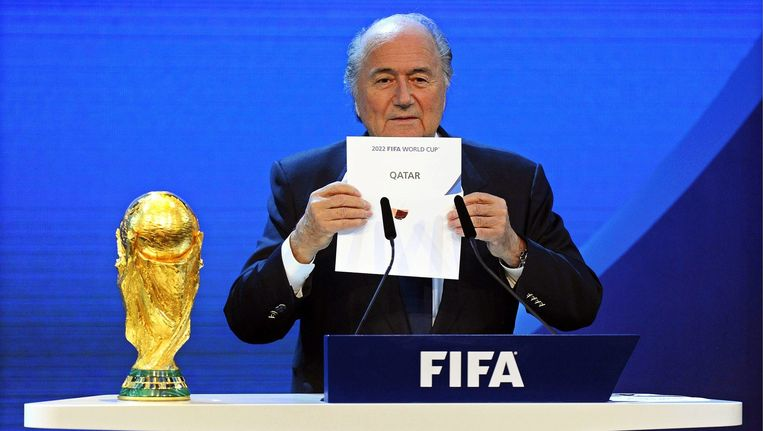 Sepp Blatter maakte in 2010 bekend dat Qatar het WK in 2022 mag organiseren Beeld anp