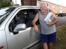 Doordeweeks bezorgt Joop de krant, in het weekend verkoopt hij kaartjes bij de voetbal