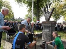 Frans bevrijdingsvuur brandt in Overloon: de missie van veertien wielrenners