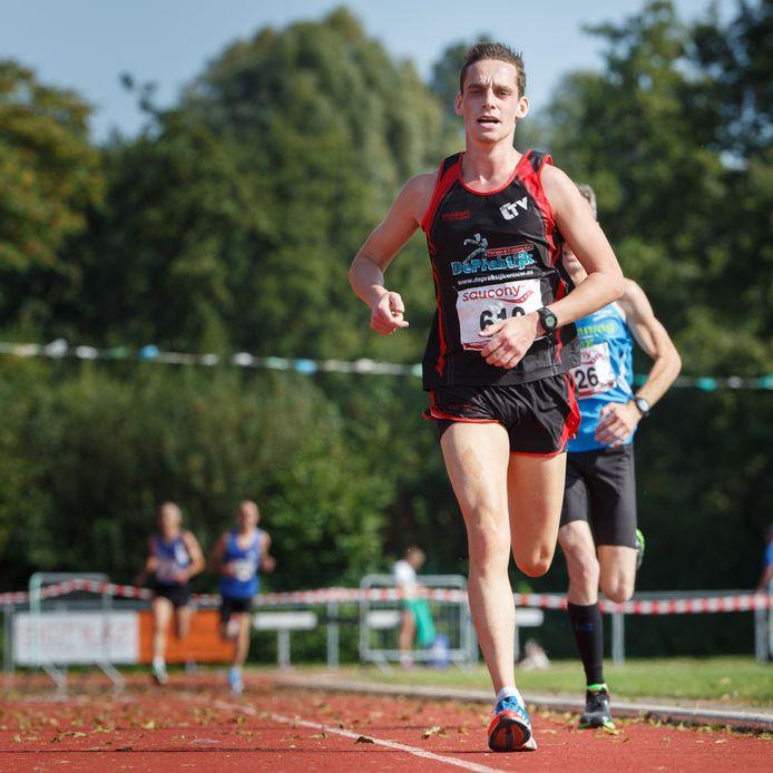 Archieffoto wedstrijd 10 kilometer van Groene Ster Zevenbergen. Clubs kunnen veel voor elkaar betekenen  bij de organisatie van evenementen.