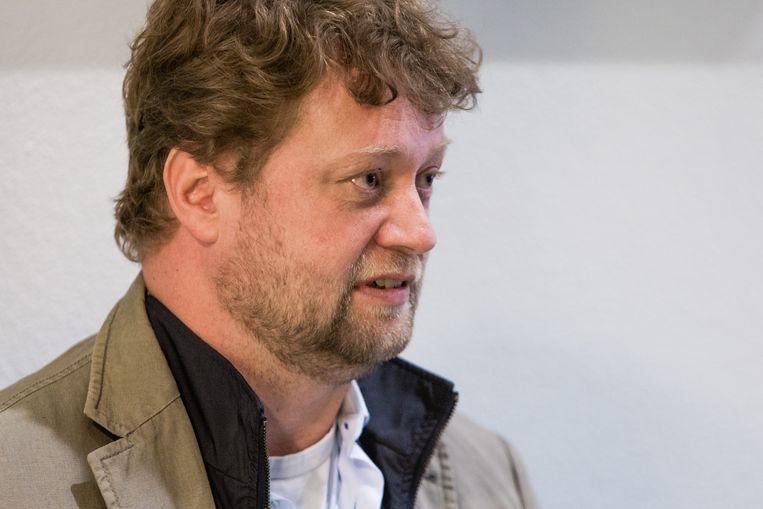 Arjan Greeven tijdens de schorsing van de regiezitting over de Vestiafraude in de rechtbank in Rotterdam. Beeld Freek van den Bergh